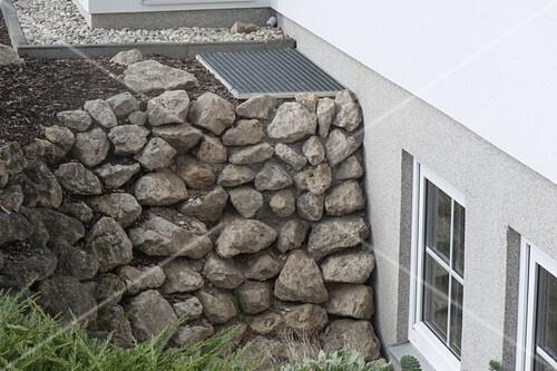 Trockenmauer Als Hangbefestigung Zum Bild Kaufen 12193070