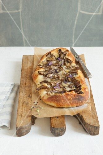 Pizza with aubergines