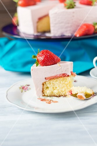 Strawberry yoghurt cake, pieces removed