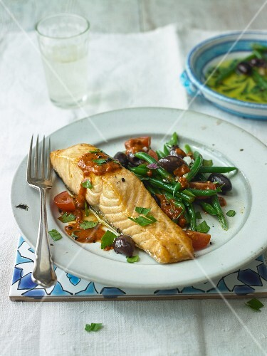 Salmon with Green Beans and Olives