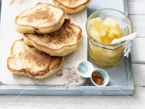 Lactose-free pancakes with apple compote