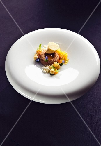 Caramelised chocolate with passion fruit, macadamia nut and salted caramel ice cream (a dish by Jan Hartwig, chef at the 'Atelier' restaurant in Munich)