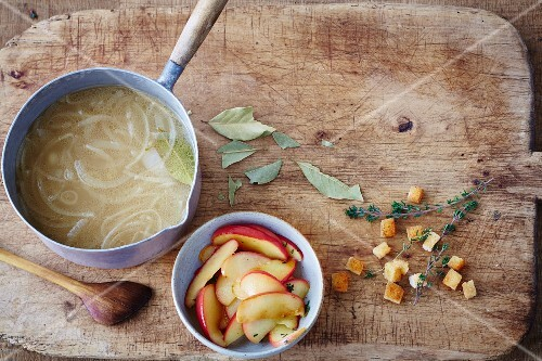 Vegan onion soup with braised apples