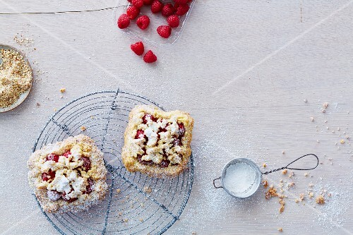 Vegan raspberry crumble slices (soya-free)