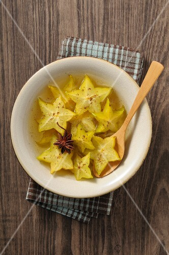 Carambola salad with star anise