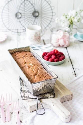 Yoghurt cake with raspberries
