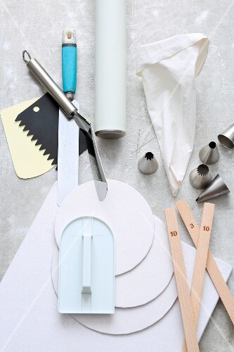 Tools and utensils for cake making