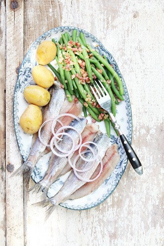 Herring with beans and bacon