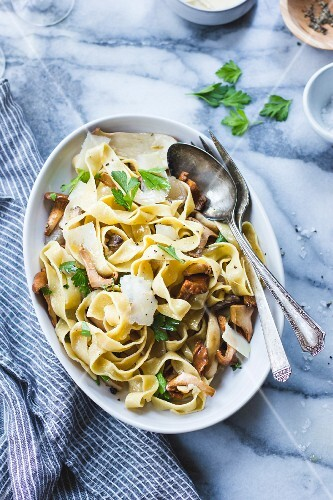 Tagliatelle with mushrooms and herbs