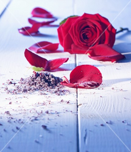 Rose salt with a rose and rose petals