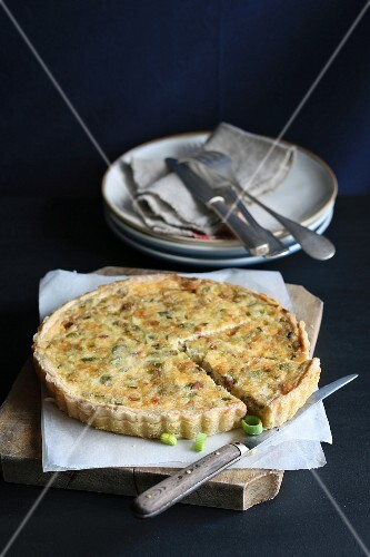 Tart with leek, cheese and bacon