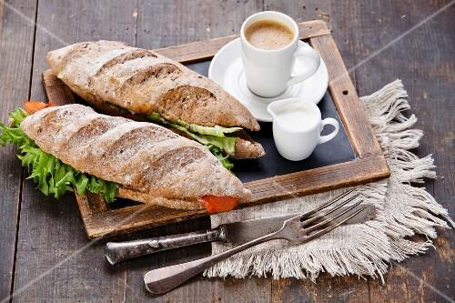 zwei sandwich mit r ucherlachs und bilder kaufen 12275418 stockfood. Black Bedroom Furniture Sets. Home Design Ideas