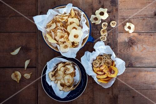Peach, pear, apple and banana crisps