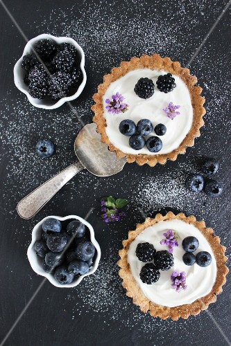 Berry tartlets with blackberries and blueberries