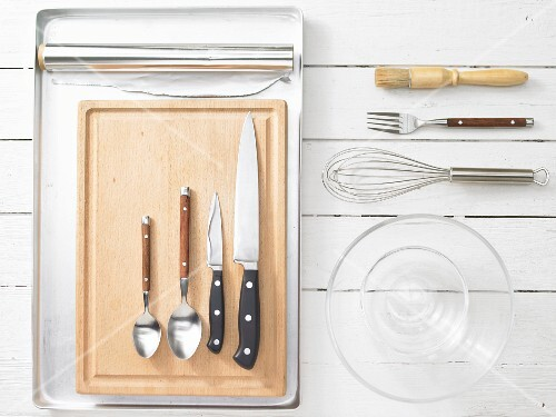 Kitchen utensils for oven-cooked steaks