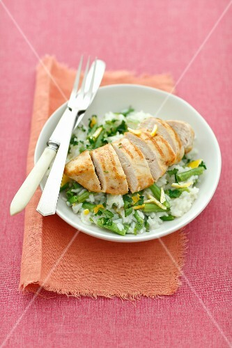 Grilled chicken breast with lemon rice and green beans