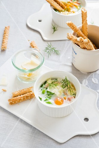 Oeufs cocotte with ham and peas (Easter)