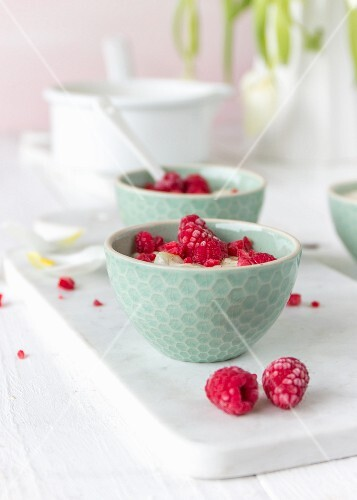 Porridge with raspberries