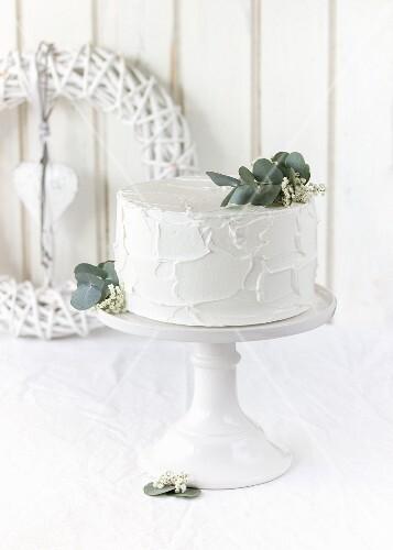 A winter wedding cake