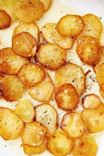 Fried potatoes (full frame, seen from above)