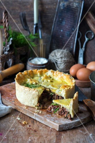 Shortcrust pastry with goose meat pie