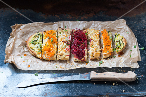 Vegan yeast dough bread with herb cream and vegetable spaghetti made from courgettes, carrots, Hamburg parsley and beetroot
