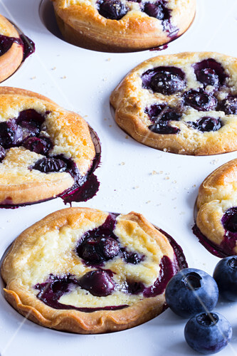 Yeast cakes with blueberries