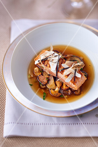 Broth with mushrooms and a salmon fillet