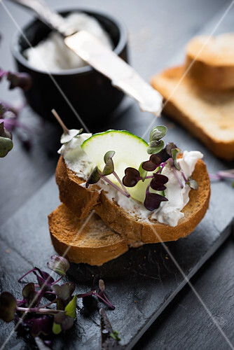 Grilled baguette with cashew cream, cucumber and cress