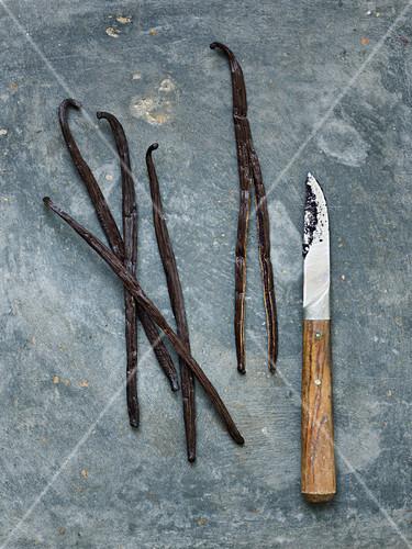 Vanilleschoten und Messer