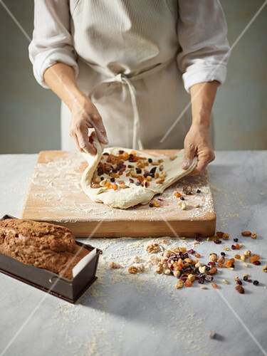 Baking yeast bread with dried fruit