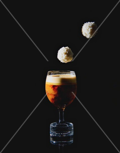 Espresso Macchiato mit Trüffelpralinen