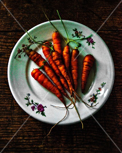 Fresh carrots on a vintage plate
