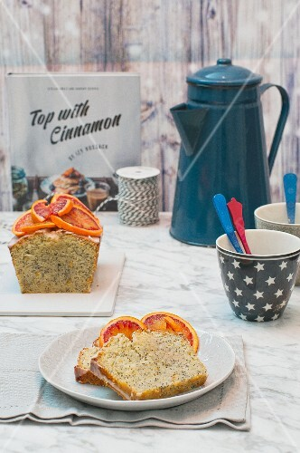Orange and poppy seed cake, partly sliced