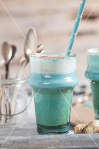 Smurf latte (vegan plant milk, blue spirulina, ginger and beetroot powder)
