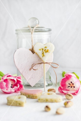 Pistachio heart cake pops for Mothers' Day or Valentine's Day