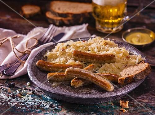 Nürnberger Bratwurst mit Sauerkraut