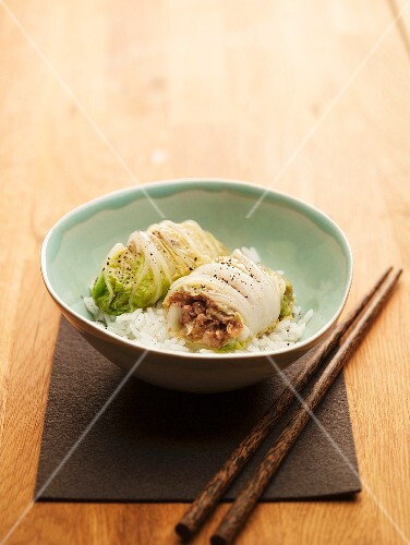 Cabbage rolls filled with mince on rice (Asia)