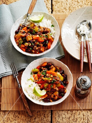 Vegetable chilli with black eyed beans and rice