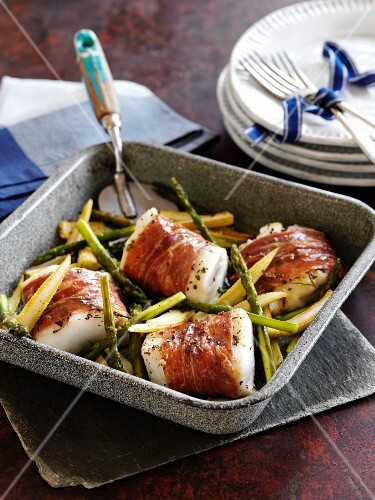 Cod wrapped in Parma ham with asparagus