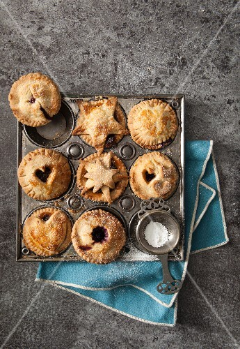 Small mince pies in a vintage baking tray (seen from above)