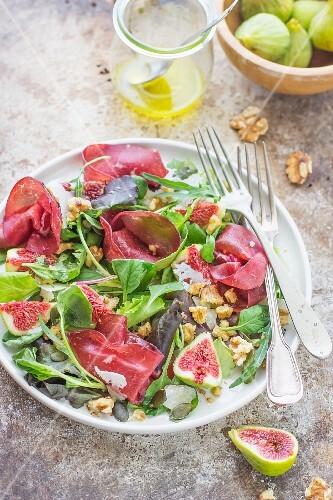 Fig salad with bresaola