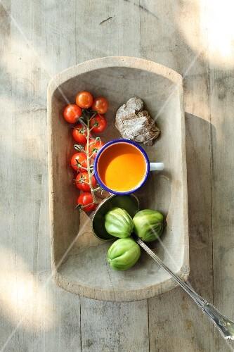 Scharfes Paradeiser Gangerl (pürierte Gemüsesuppe mit Tomaten, Deutschland)