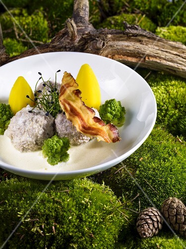 Königsberger Klopse (meatballs in a white sauce with capers) with Romanesco, potatoes and bacon