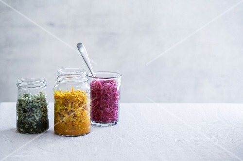 Fermented vegetables: sauerkraut with turmeric, algae and beetroot
