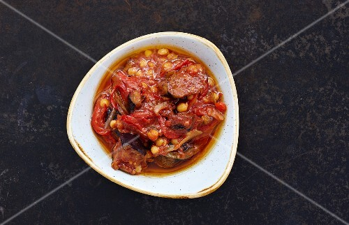 Lebanese moussaka (stew with aubergines and chickpeas, Lebanon)