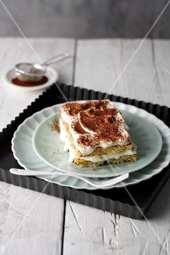 Kokos-Tiramisu mit selbstgemachtem Biskuit und griechischem Joghurt
