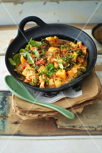 Winter curry with kale and broccoli
