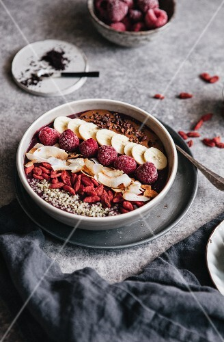 An acai smoothie bowl with fruit, goji berries, and coconut chips (superfoods)