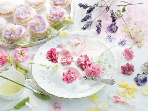 Small sponge cakes with candied rose petals
